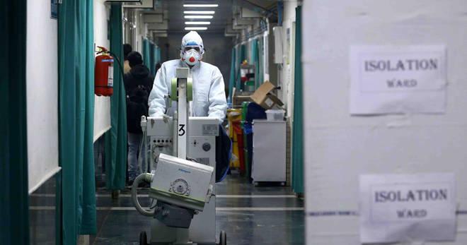 आयसोलेशन केंद्रातील रुग्ण, डॉक्टर परिचारिकांना निकृष्ट दर्जाचे जेवण