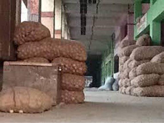 कल्याणच्या ट्रक टर्मिनलजवळचे फळे व कांदा बटाटा मार्केट बंद, एपीएमसीच्या गाळ्यांमध्ये ठराविक वेळेत होणार विक्री