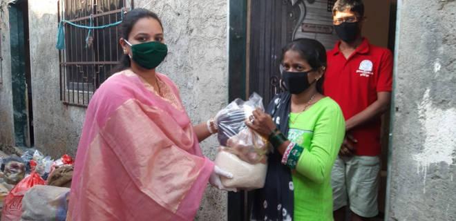 लोकांनी घराबाहेर पडू नये म्हणून बल्याणी भागात नगरसेविकेने ५००० जणांना घरपोच पोहोचविल्या जीवनावश्यक वस्तू