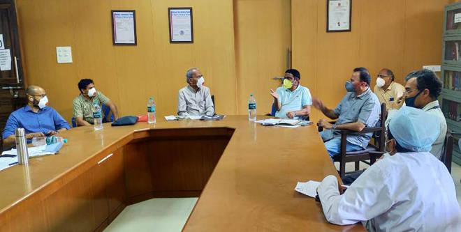 आमदार प्रशांत ठाकूर व महेश बालदी यांची एमजीएम रुग्णालयाला भेट- कोरोनाग्रस्त रुग्णांशी संवाद