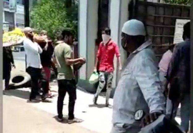 कल्याणमध्ये हिंदू महिलेच्या अंत्यसंस्कारासाठी मुस्लिम बांधवांनी केली मदत