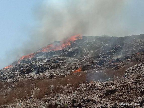कल्याणमधील आधारवाडी डम्पिंग ग्राउंडला आग