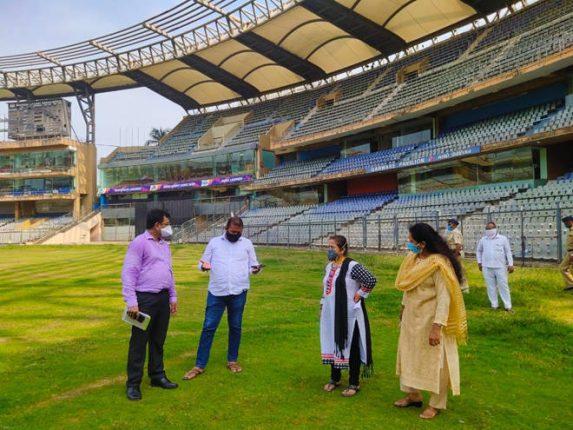 नियोजनाच्या दृष्टीकोनातून महापौरांनी केली वानखेडे स्टेडियमची पाहणी, काही प्रभागांमध्ये भेट देत घेतला सद्यस्थितीचा आढावा