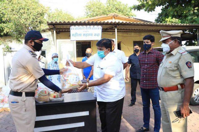 कोरोना योद्ध्यांचे कौतुक करत खा. श्रीकांत शिंदे यांनी केली त्यांना मदत