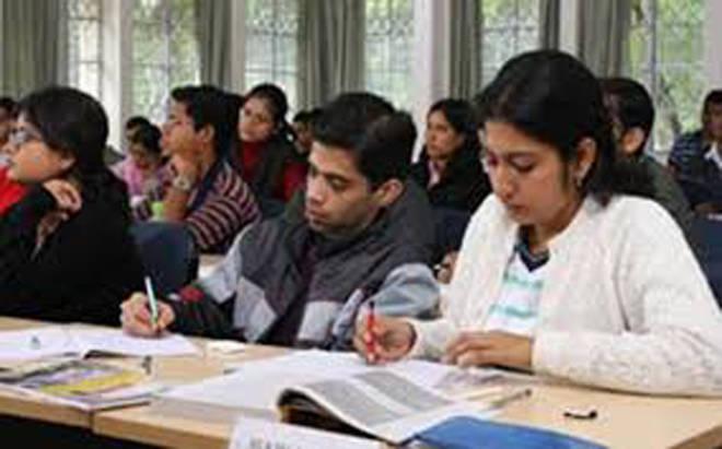 अनुसूचित जाती जमातीच्या विद्यार्थ्यांच्या परदेशी शिक्षणास क्रिमिलेयर लावण्याच्या निर्णयाचा विद्यार्थी भारतीने केला निषेध