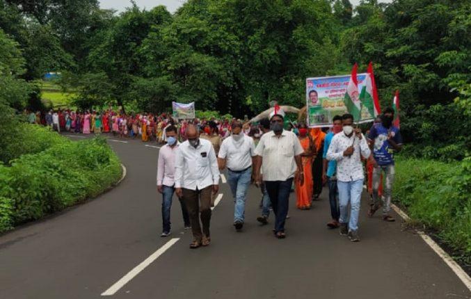 मुजोर वन अधिकाऱ्यांच्या विरोधात श्रमजीवी संघटनेचं ठिय्या आंदोलन