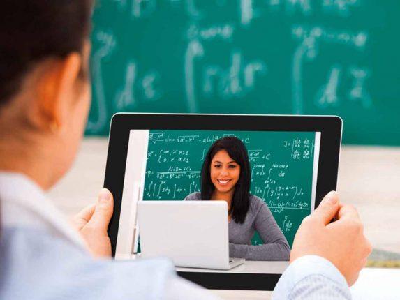 """लॉकडाऊनमुळे विद्यार्थी डिजिटल """"लॉकअप""""मध्ये, १ जूनपासून मराठी माध्यमाच्या शाळांचे नियमित डिजिटल वर्ग"""