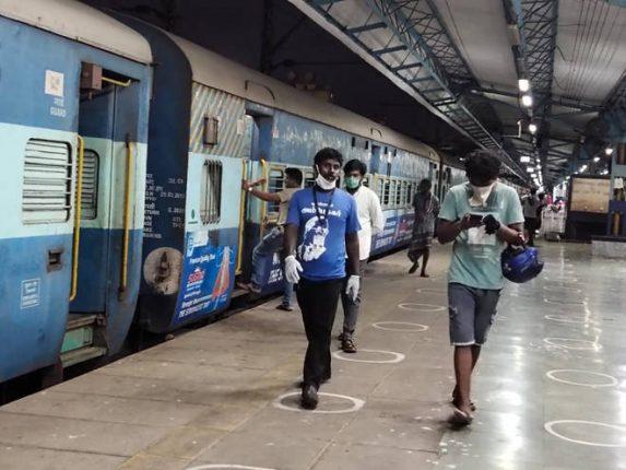 मध्य रेल्वेच्या ढिसाळ कारभारामुळे धास्तावलेल्या कामगारांना अखेर दिलासा, १६०० कामगार तामिळनाडूकडे रवाना