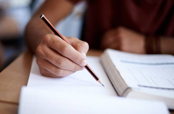 अंतिम वर्षांच्या परीक्षांबाबत युजीसीच्या भूमिकेला केंद्र सरकारचं पाठबळ