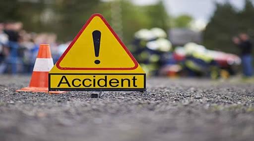 चेकपोस्टवरील ड्युटी पुर्ण करुन घरी परतताना भीषण अपघात, शिक्षकाचा मृत्यू ३ जखमी