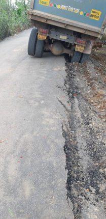 खुरावले फाटा ते कुंभारघर मुख्यमंत्री ग्रामसडक योजनेतून रस्त्याचे झालेले काम किती दिवस टिकणार? नागरिकांमधून तीव्र नाराजीचे सूर….