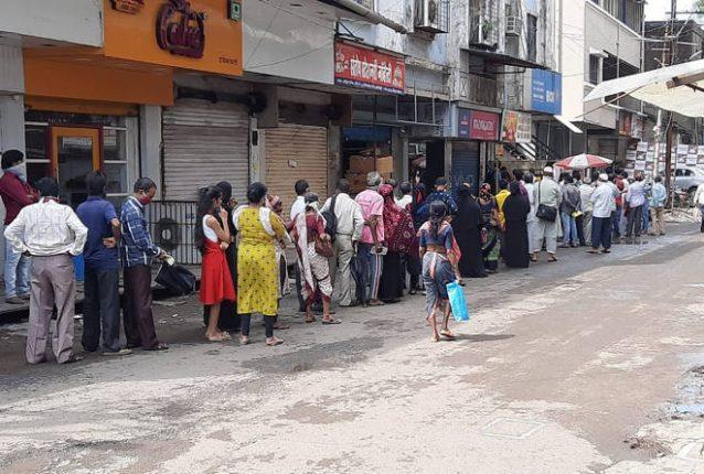 खोपोलीतील बँक ऑफ इंडीयाच्या शाखेमध्ये इंटरनेट खंडीत, एटीएमही बंद – अनेक तास रांगेत उभे राहूनही बँक व्यवहार होत नसल्याने नागरिक त्रस्त