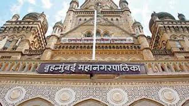 उपचार न मिळाल्याने रुग्ण दगावत असल्याने मुंबई महापालिका आयुक्त कार्यालयाबाहेर भाजपचे मूक आंदोलन