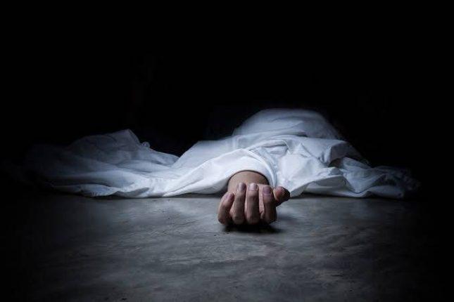 ग्रामपंचायत कर्मचाऱ्यांकडून बेवारसावर अंत्यसंस्कार