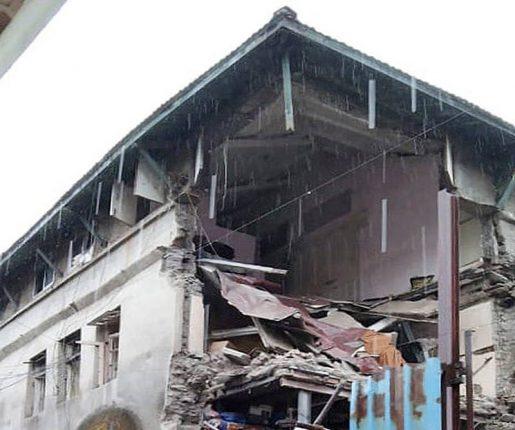 कुर्ल्यामधील महताब बिल्डिंगचा काही भाग कोसळला