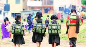 ५३ हजार आदिवासी विद्यार्थ्यांचे इंग्रजी माध्यमाचे शिक्षण सुरूच राहणार