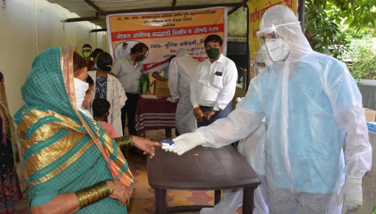 आरोग्य शिबिरात २९६ नागरिकांची मोफत आरोग्य तपासणी