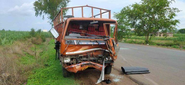 शिक्रापूर चाकण रस्त्यावर तीन वाहनाचा विचित्र अपघात