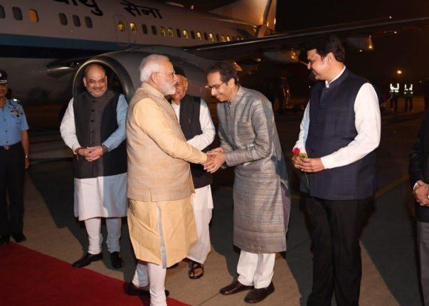 मुख्यमंत्र्यांची दिल्ली भेट राजकीय नव्हती; शिवसेनेने बदलला सूर