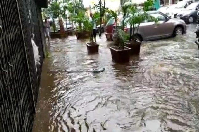 भांडुपमध्ये दुसऱ्याच दिवशी फुटला 'कृत्रिम तलाव', लाखोंचे नुकसान