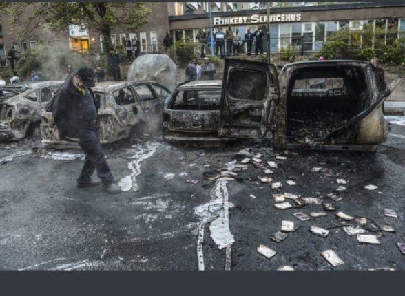 स्वीडनमध्ये कुराणचा अवमान केल्यामुळे दंगे आणि जाळपोळ