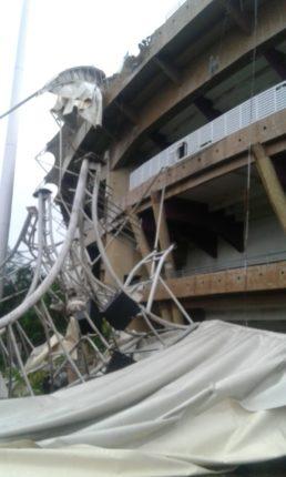 मुंबईत मुसळधार पावसामुळे डॉ. डी. वाय. पाटील स्टेडियमचे छत कोसळले