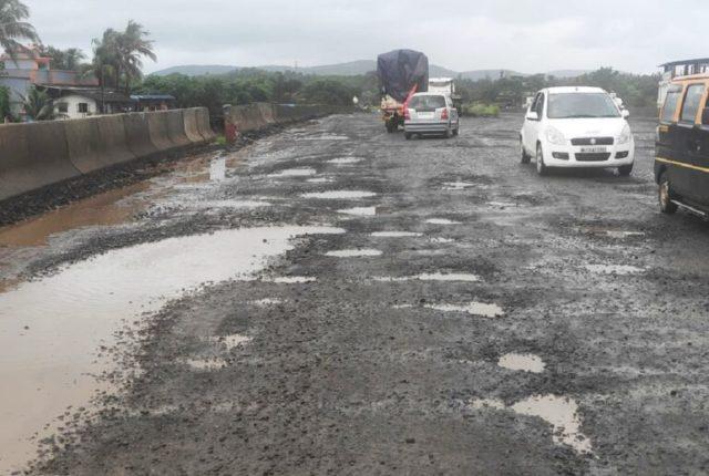 मुंबईतील रस्त्यांवर अजूनही २५ हजार खड्डे; पालिका विरोधी पक्ष नेत्याचा आरोप