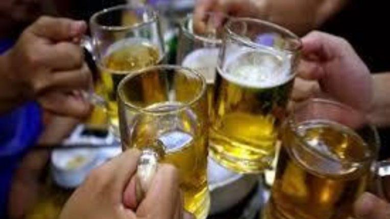 कोरोनामुळे पुणेकरांची बिअरची डिमांड कमी ; १ कोटी ९० लाख लिटरने खप घटला