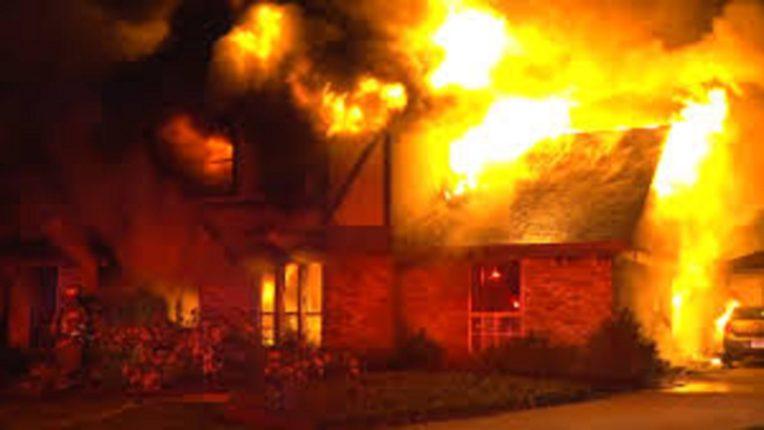 हिंगणघाटमध्ये सेवानिवृत्त शिक्षकाच्या घराला आग; लाखोचा मुद्देमाल राख