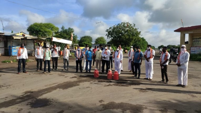 भाजप पदाधिकाऱ्यांचे दूध बंद आंदोलन