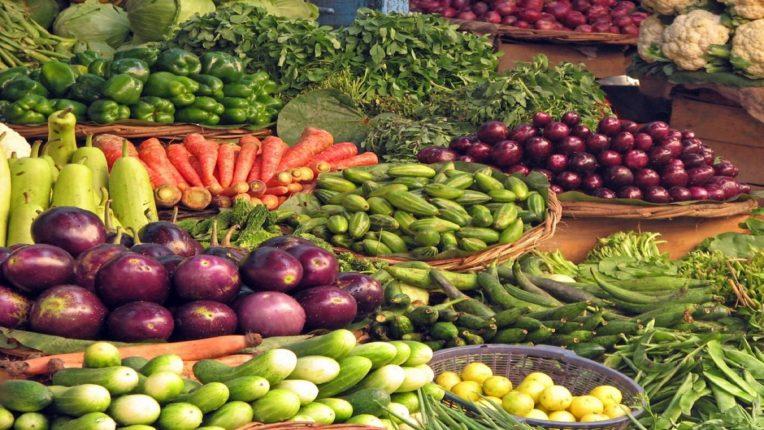 ऐन गणेशोत्सवात फळे, भाज्या महागल्या
