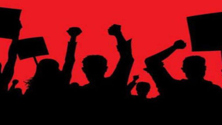 'बिर्ला'च्या स्टाफ नर्सचे भर पावसात आंदोलन