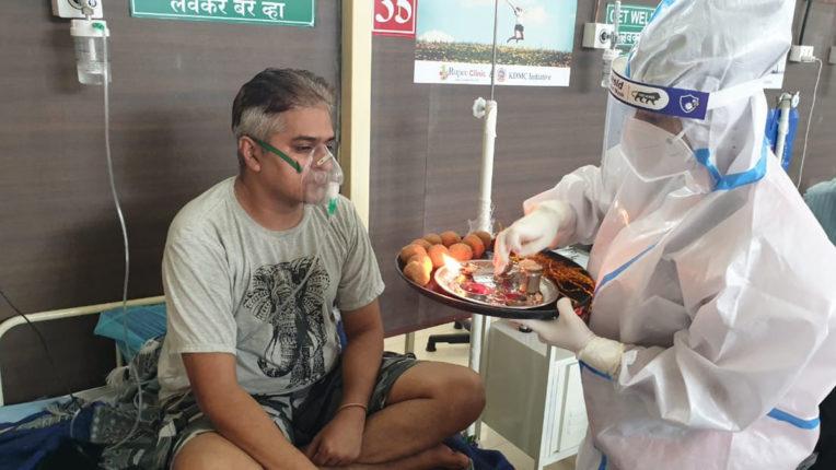 कल्याणच्या कोव्हिड केअर सेंटरमध्ये परिचारिकांनी बांधल्या रुग्णांना राख्या