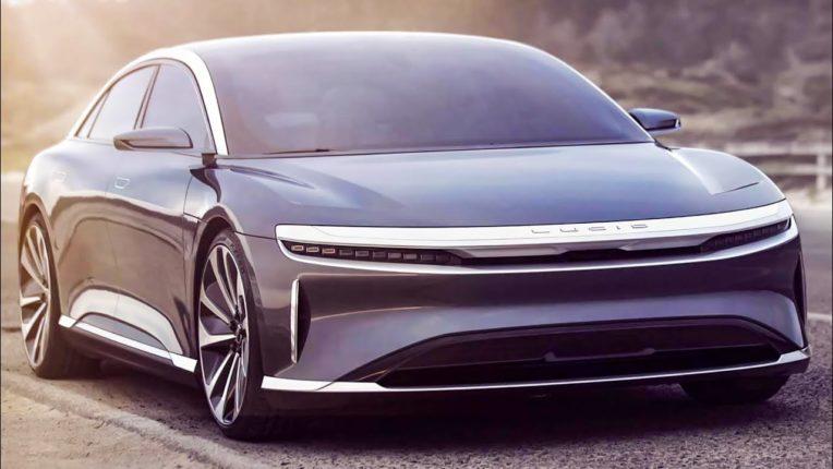 Lucid Motors : फुल चार्ज केल्यानंतर 800 किलोमीटरहून अधिक चालणारी कार