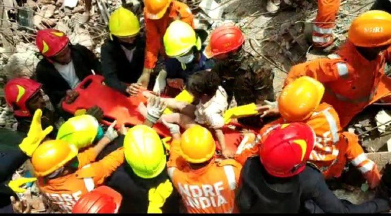 महाड इमारत दुर्घटना: ४ वर्षाच्या बालकाला जिवंत बाहेर काढण्यात यश