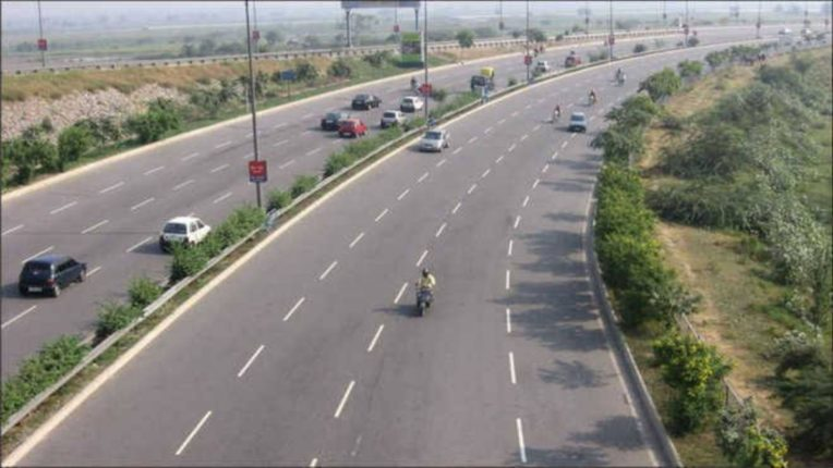 मुंबई- गोवा महामार्गावर अवजड वाहतूक बंद, जाणून घ्या कारण..