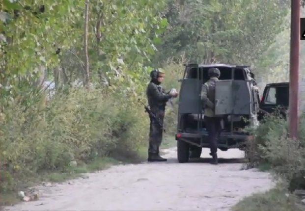 पुलवामात सुरक्षा दल आणि दहशतवाद्यांमध्ये चकमक