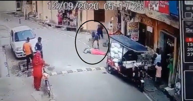 वृद्ध महिलेच्या डोक्यात मारली लोखंडी खुर्ची, तरुणाने गाठला क्रुरतेचा कळस, पाहा video