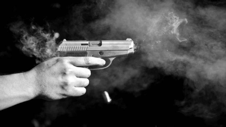 नांदेडमध्ये थरार; भरदिवसा भरचौकात तरुणावर गोळीबार