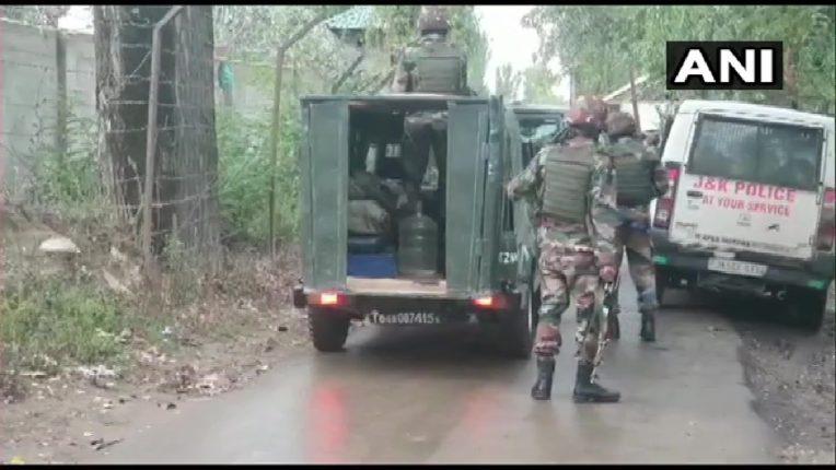 बारामुल्लामध्ये दहशतवादी आणि सुरक्षा दलामध्ये चकमक, १ अधिकारी गंभीर जखमी