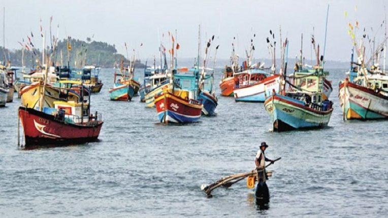 वादळी हवामानामुळे श्रीवर्धनमध्ये पुन्हा एकदा मासेमारी बंद
