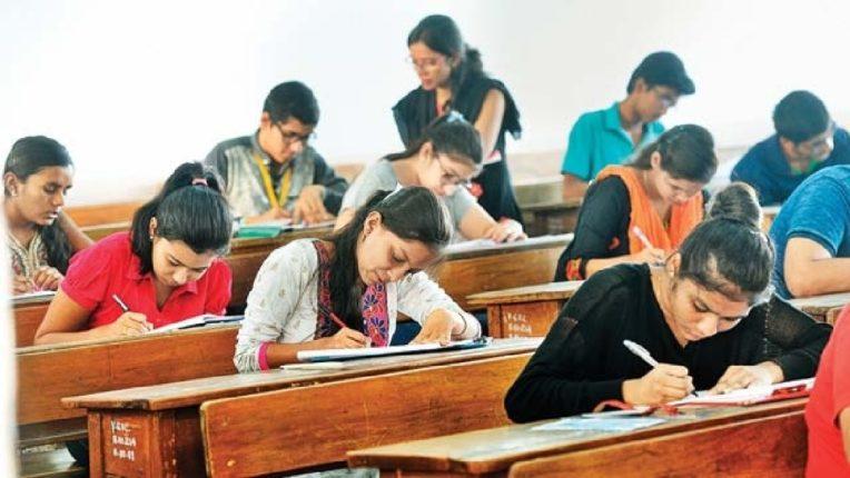 विद्यार्थ्यांना घरुनच देता येणार अंतिम वर्षांच्या परीक्षा, १ तासाची होणार परीक्षा
