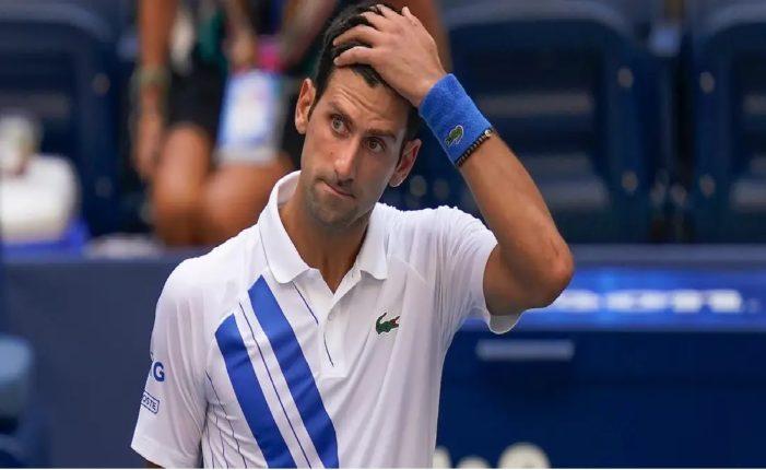 टेनिसपटू नोवाक जोकोविच युएस ओपनच्या बाहेर, महिला जजच्या घशावर चेंडू मारला
