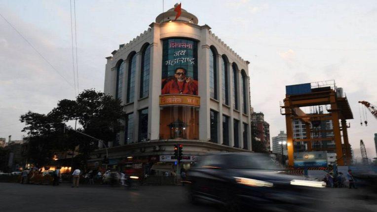 मुंबई महापालिका निवडणुका आधीच तुफान राडा; शिवसैनिक भाजपच्या महिला पदाधिकारी भिडले