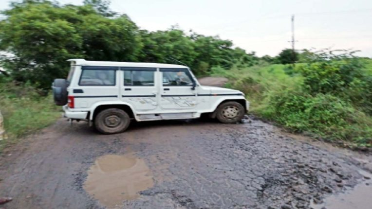 This is the Bolero car that the sand smugglers parked horizontally on the main road in Buldhana district