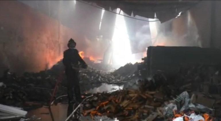 भिवंडीतील भीषण आगीत पाच गोदामे जळून खाक