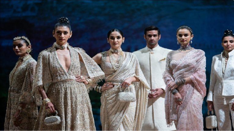 ब्लेंडर्स प्राईड फॅशन टूर आणि विशेष डीझायनर तरूण तहिलियानी एकत्र