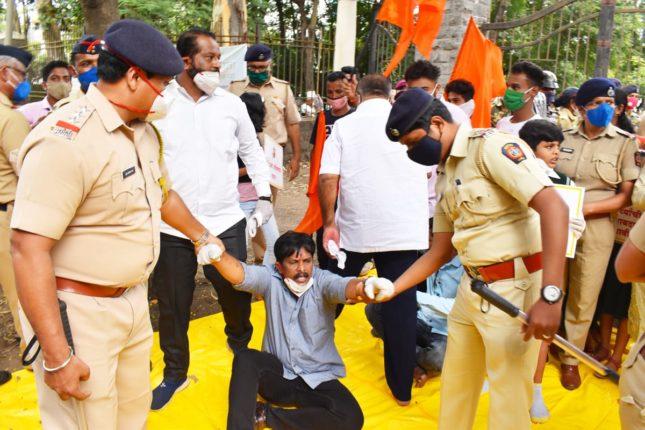 राज्य सरकारचं बारावं घालायला आलेल्या सकल मराठा आंदोलकांना पोलिसांनी घेतले ताब्यात