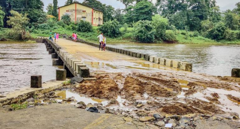 कुंर्झे – ब्राम्हणगावमधील देहर्जे नदीवर नवीन पूल बांधण्याची मागणी