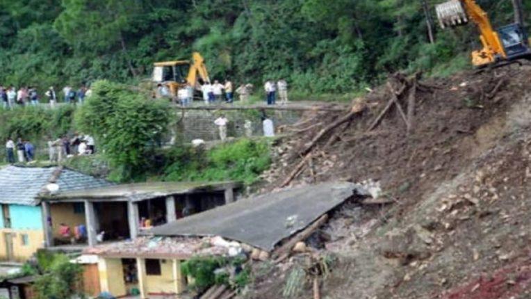 भूस्खलनामुळे डोंगराचा काही भाग घरावर कोसळला; एका महिला क्रिकेटपटूचा मृत्यू